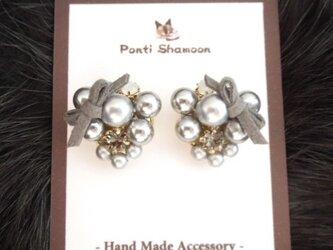 Gray pearl & ribbon - イヤリング -の画像