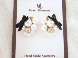 White pearl & ribbon - イヤリング -の画像