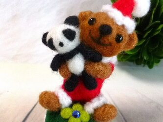 ■羊毛フェルト パンダを抱っこしたサンタベアちゃん■の画像