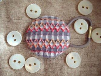 スモッキング刺繍くるみボタンのへアゴム S-2の画像