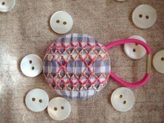 スモッキング刺繍くるみボタンのへアゴム S-3の画像
