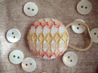 スモッキング刺繍くるみボタンのへアゴム S-5の画像