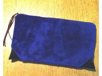 フェイクファークラッチ 青×茶の画像
