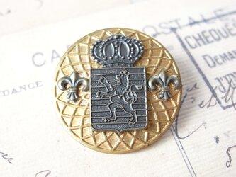 ヴィンテージメダルと獅子と王冠のエムブレムチャームのブローチの画像