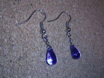 雫のシンプルピアス(紫)の画像