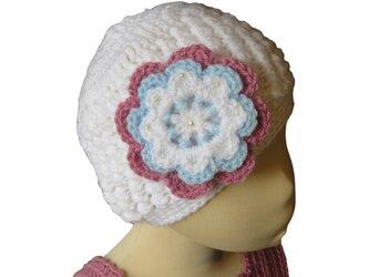 子供用:シンプルがかわいい真っ白帽子 大きなお花付(38cm)の画像