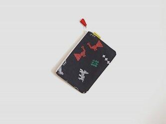 ぺたんこポーチ(M)/ブラック(ステッチ柄)の画像