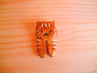 両手をだした猫の箸置き:とらねこの画像
