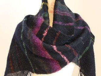 手織りストール 黒地にぼかしモヘアの紫・緑・茶の画像