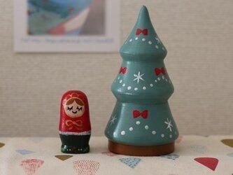 リボンのクリスマスツリーマトリョーシカの画像