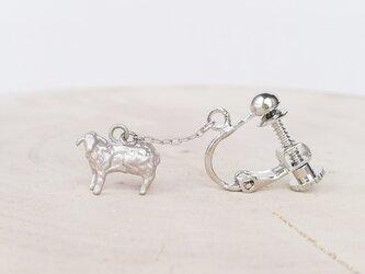 羊イヤリング(銀)/片耳用の画像