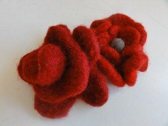 赤いバラコサージュ2個セットの画像