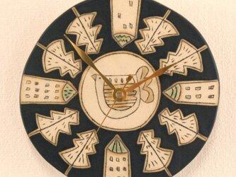 「とりと家ともみの木模様」の陶製時計の画像