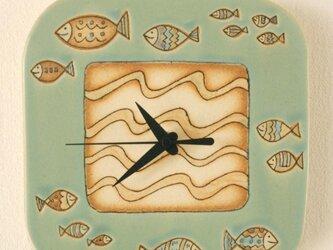 「さかな模様」の陶製時計の画像