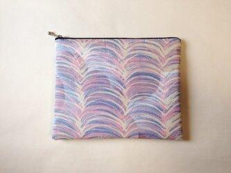 絹手染ポーチ大(17cm×21cm ピンク系・緑系)の画像