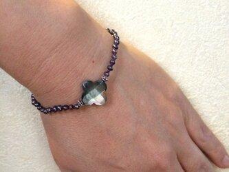 黒蝶貝のフラワーブレスレットの画像