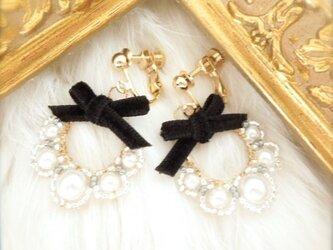White pearl & velvet - イヤリング -の画像