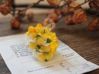 黄色い小花とミモザの片耳ピアス(フェイク)の画像