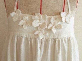 white hydrangea camisole dressの画像