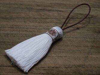 ✤北欧タッセル✤【フォークロア】北欧柄・雪柄・伝統柄 オーナメント・バッグチャーム 白×茶リボンの画像