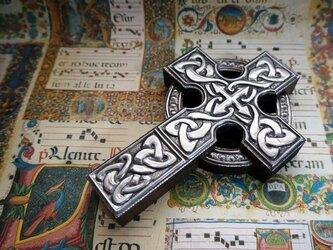 ケルト十字架 組紐紋の画像