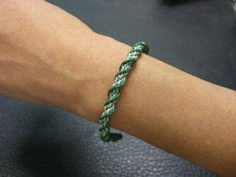 螺旋が美しい緑のスパイラル組紐ブレスレットの画像