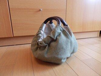 ヨモギ色のふんわりウールのかぼちゃバッグの画像