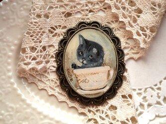 カップ入り子猫*ブローチの画像