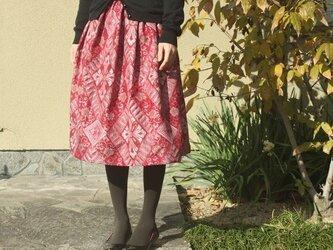 大島紬のタック入りスカート(鮮やかな小豆色・M~L)の画像