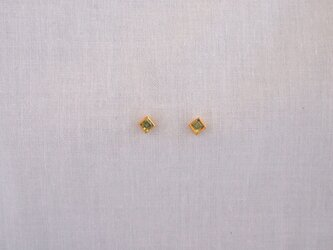 basic square pierce/peridotの画像