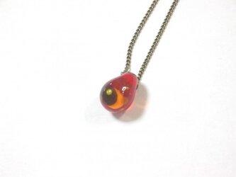 赤いツキのネックレスの画像