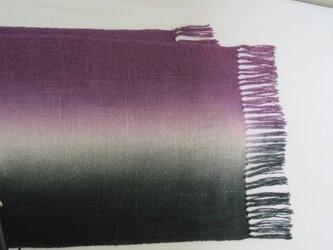 黒と赤紫 シルク 100%真綿紬  ストールの画像