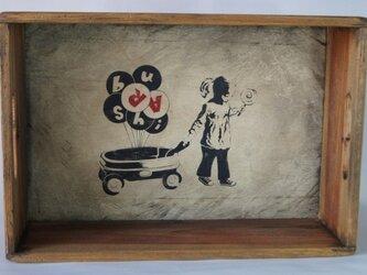 レトロ木箱★女の子 手描きの画像