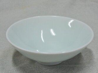 青白磁線文平茶碗の画像