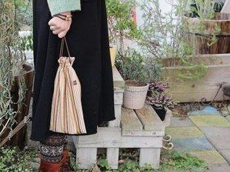 長財布と通帳の入る巾着の画像