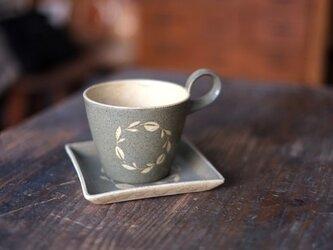 リース柄のカップ&ソーサー(グリーングレー)の画像