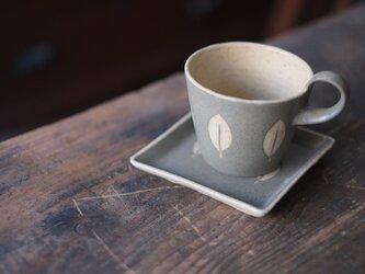 葉っぱのカップ&ソーサー(グリーングレー)の画像