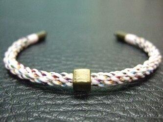 和色を用いたチャクラカラーの組紐ブレスレット【老松組(桜色)】の画像