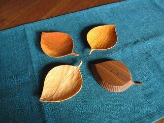 葉っぱのお皿(小)4枚セットの画像