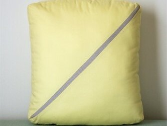 Line cushion (S) / light yellowの画像