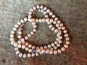 小粒パールとラブラドライトのネックレスの画像