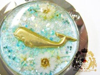 お花の海のバッグハンガー(クジラ・ライトブルー)の画像