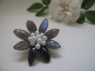 Flower Brooch ~Silver Gray~の画像