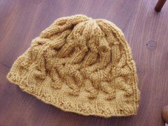 ハンドメイドのウールねじり編み帽の画像