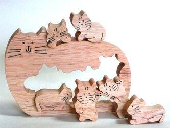 切抜き猫(組木)の画像