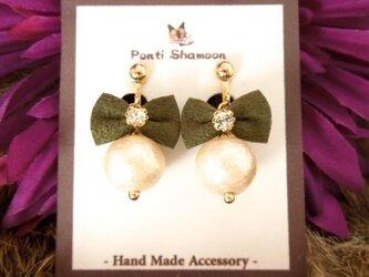 Green Ribbon & pearl - イヤリング -の画像