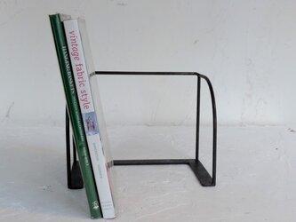 アイアンのアンティーク風シンプルブックシェルフの画像