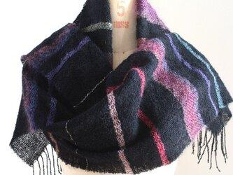 手織りストール 黒地にぼかしモヘアのパープル、ブラウンの画像