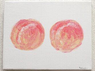 2つの桃の画像