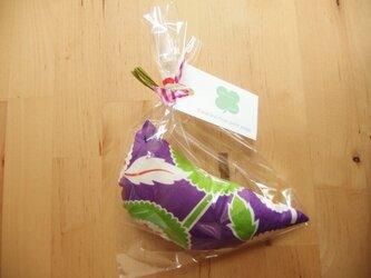 まあるいお花柄のガラガラ/紫の画像